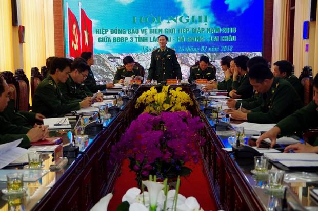 越边境各省边防部队携手维护边境安全稳定 hinh anh 1