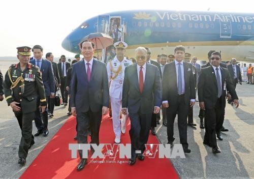 越南国家主席陈大光和夫人抵达首都达卡 开始访问孟加拉国 hinh anh 1