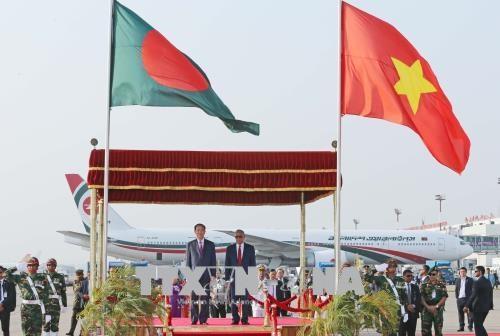 越南国家主席陈大光和夫人抵达首都达卡 开始访问孟加拉国 hinh anh 2