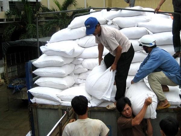韩国政府为越南中部灾区提供1万吨大米援助 hinh anh 1