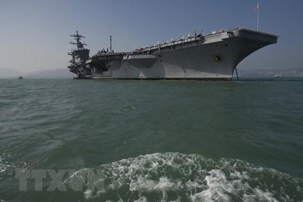 越南跨部门代表团登上美国航空母舰参观 hinh anh 1