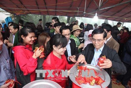 海阳省五岳山祭祀天地仪式吸引四面八方游客前来参加 hinh anh 2