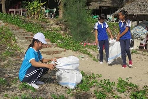 """""""绿色星期日""""活动有助于提高青年的环保意识 hinh anh 1"""