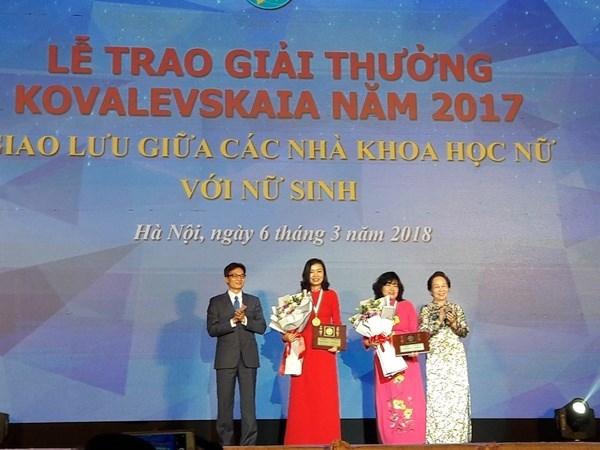 2018年柯瓦列夫斯卡娅奖颁奖仪式在河内举行 两名女性科学家获奖 hinh anh 1