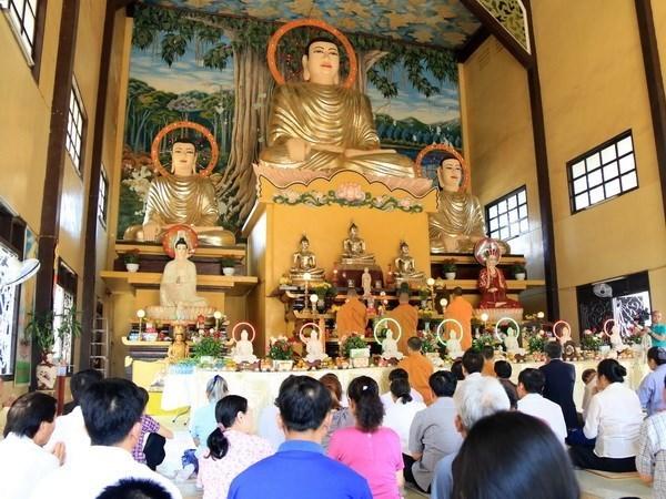 在老越南人举行新春祈福法会 祈求国泰民安 世界和平 hinh anh 1