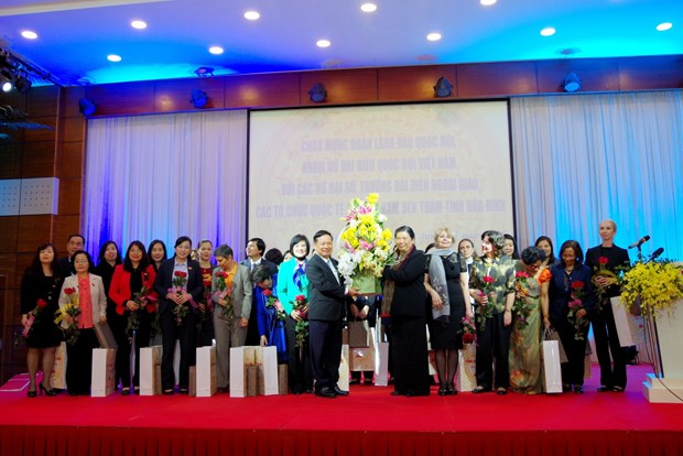 国会常务副主席丛氏放同驻越大使和外交代表机构首席代表访问和平省 hinh anh 2