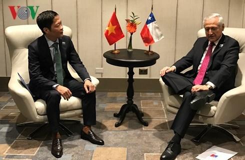 越南工贸部长陈俊英与日本、智利和墨西哥三国代表举行双边会晤 hinh anh 2