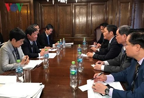 越南工贸部长陈俊英与日本、智利和墨西哥三国代表举行双边会晤 hinh anh 1