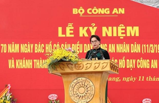越南人民公安干部战士践行胡志明主席的6条教导 hinh anh 1