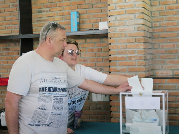 在越俄罗斯公民参加俄罗斯总统选举投票 hinh anh 2