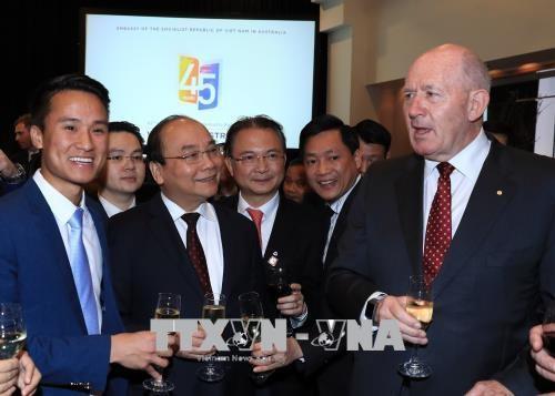 阮春福和澳大利亚总督科斯格罗夫出席庆祝越澳建交45周年招待会 hinh anh 2