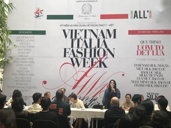 庆祝越意建交45周年之2018年越南-意大利秋冬时装周在河内举行 hinh anh 1
