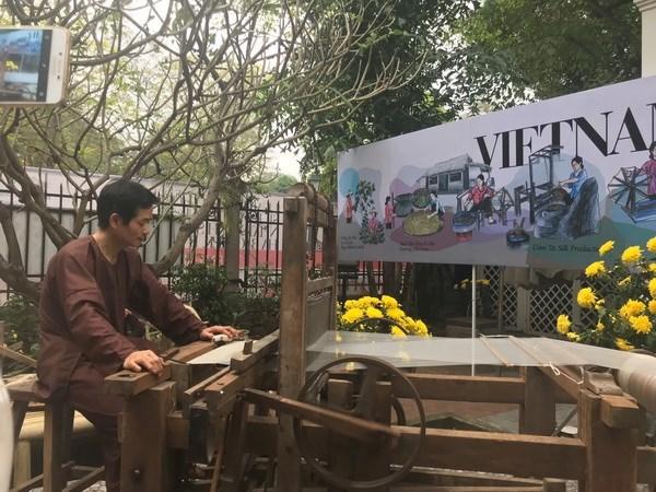 庆祝越意建交45周年之2018年越南-意大利秋冬时装周在河内举行 hinh anh 2