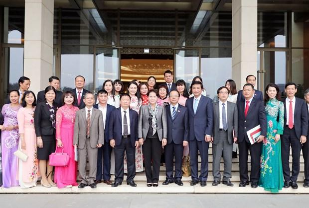 越南国会主席阮氏金银会见越南中小企业协会代表 hinh anh 2