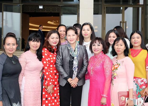 越南国会主席阮氏金银会见越南中小企业协会代表 hinh anh 3