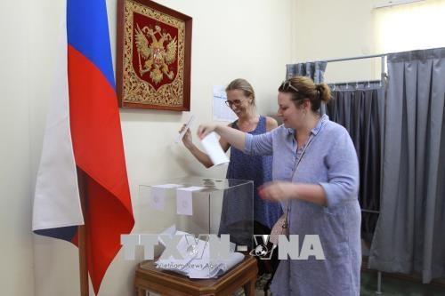 18日 在越南俄罗斯公民陆续参加总统选举投票 hinh anh 4