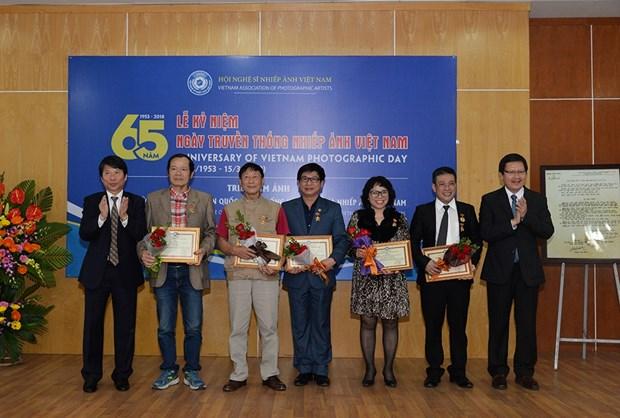 """""""世界各国风土人情""""图片展有助于增进越南人民与国际友人的团结 hinh anh 1"""