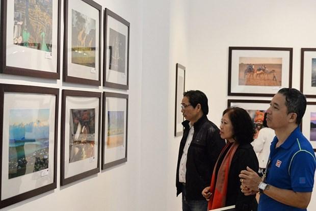 """""""世界各国风土人情""""图片展有助于增进越南人民与国际友人的团结 hinh anh 2"""