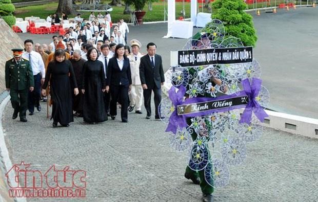 390多支代表团和人民群众前来吊唁原政府总理潘文凯 hinh anh 1