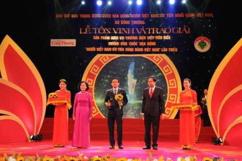 "Petrolimex Aviation 公司荣获""越南品牌企业典范奖"" hinh anh 1"