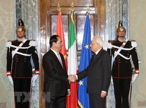 越南与意大利领导人互致贺电 庆祝两国建交45周年 hinh anh 1