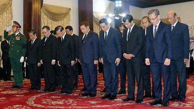 多支国内外代表团前来吊唁原政府总理批潘文凯 hinh anh 1