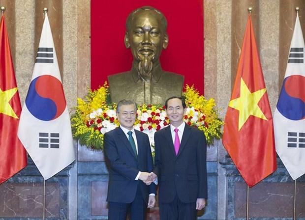 越南国家主席陈大光同韩国总统文在寅举行会谈 hinh anh 1