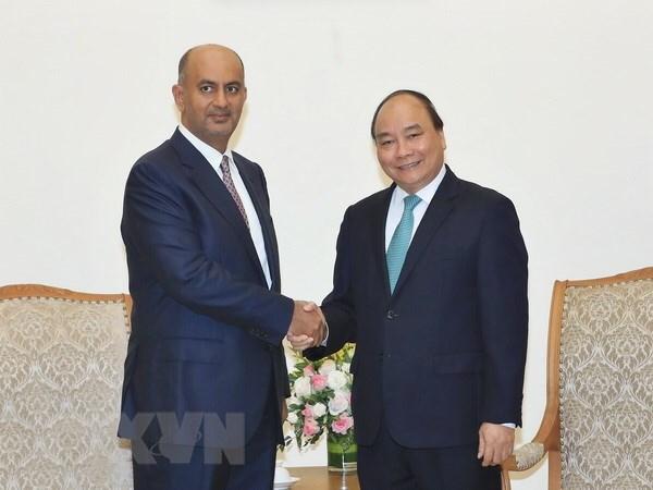 越南政府总理阮春福会见阿曼商业与工业大臣阿里·苏奈迪 hinh anh 1