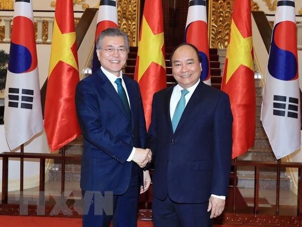越南政府总理阮春福会见韩国总统文在寅 hinh anh 1