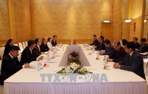 越南工贸部部长与韩国贸易、工业和能源部部长举行会谈 hinh anh 1