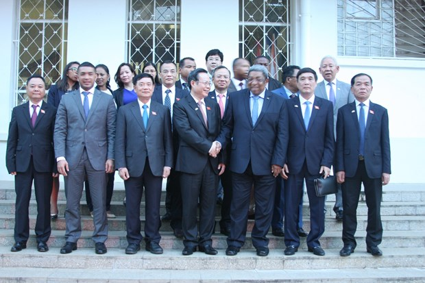 越南国会高级代表团开始对马达加斯加共和国进行访问 hinh anh 2