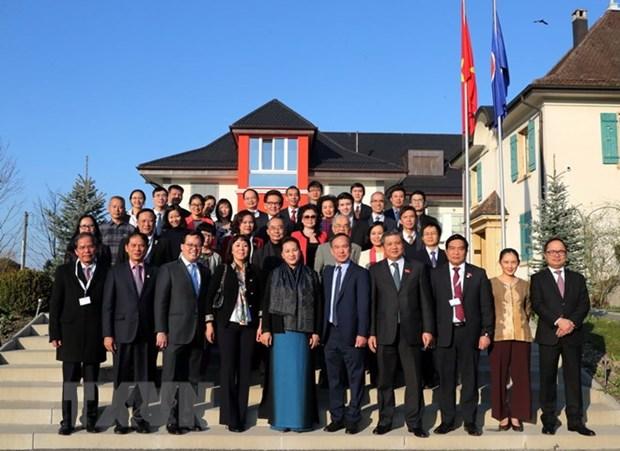 国会主席阮氏金银会见印尼国会议长 会见旅瑞越侨社群代表 hinh anh 2