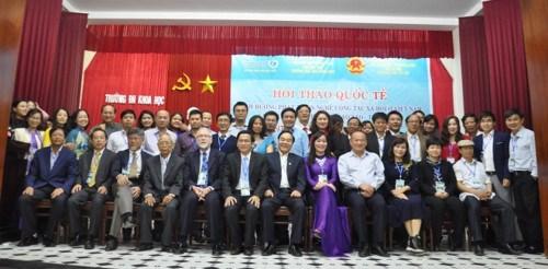 越南社会工作发展方向研讨会在顺化市举行 hinh anh 1