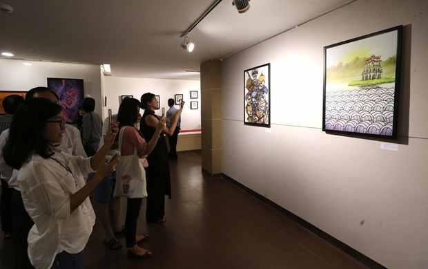 欧洲画家美术展亮相岘港市 加深岘港市与国际朋友的团结友谊 hinh anh 2