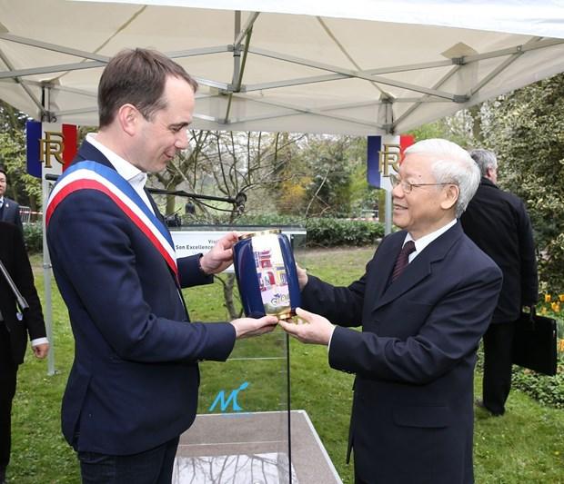 越共中央总书记和越南高级代表团开始对法国进行正式访问 hinh anh 2