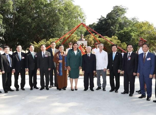 胡志明主席塑像——越南与古巴铁打般友情的象征 hinh anh 1