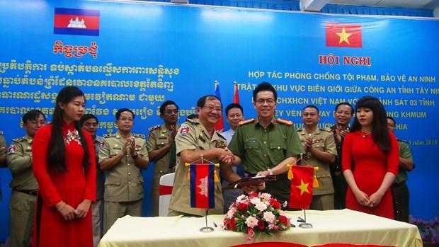 西宁省与柬埔寨边境省份加大打击边境罪犯的合作力度 hinh anh 1