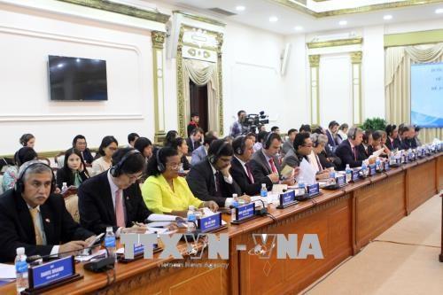 胡志明市向外国领事团介绍智慧城市建设项目 hinh anh 2