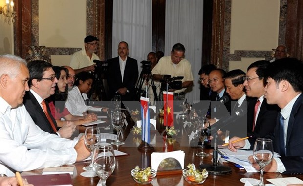 越南政府副总理兼外长范平明与古巴外长罗德里格斯进行会谈 hinh anh 2