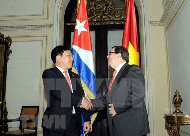 越南政府副总理兼外长范平明与古巴外长罗德里格斯进行会谈 hinh anh 1