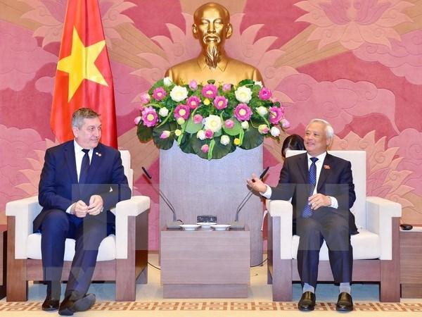 越南与罗马尼亚推动两国关系取得到更大发展 hinh anh 1