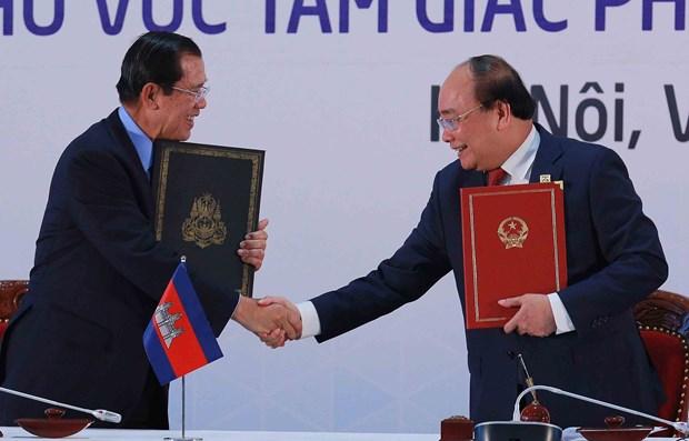柬老越发展三角区第十届峰会圆满结束 发表联合宣言 hinh anh 2