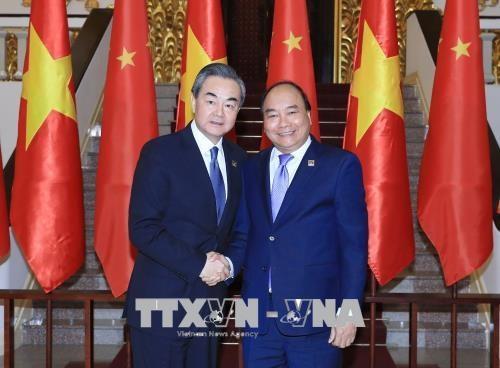 越南政府总理阮春福会见中国外交部长王毅 hinh anh 1