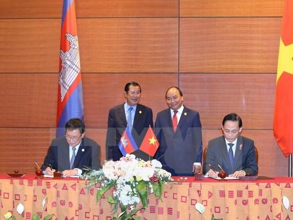 越柬陆地边界勘界立碑联合委员会主席会议在河内举行 hinh anh 1