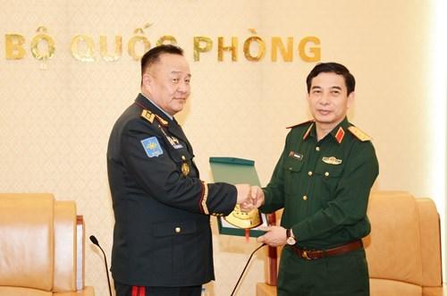 潘文江会见蒙古武装力量总参谋长达瓦中将 hinh anh 1