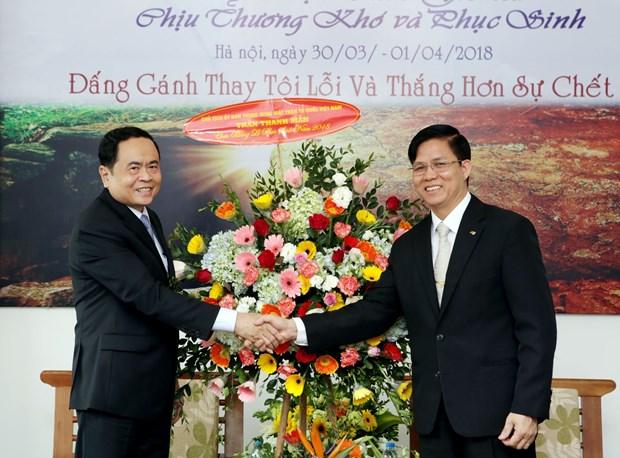 越南祖国阵线中央委员会主席陈青敏复活节期间开展走访慰问活动 hinh anh 2
