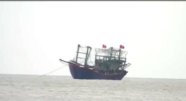 乂安省两艘渔船遇险 hinh anh 1