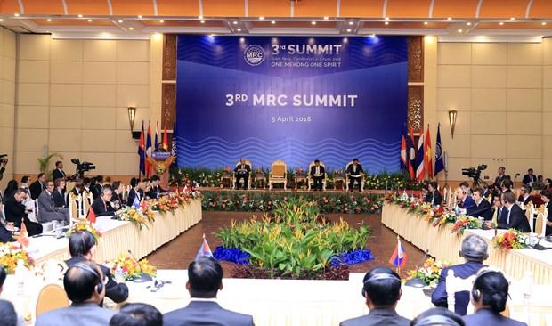 越南政府总理阮春福出席湄公河委员会第三届峰会 hinh anh 1