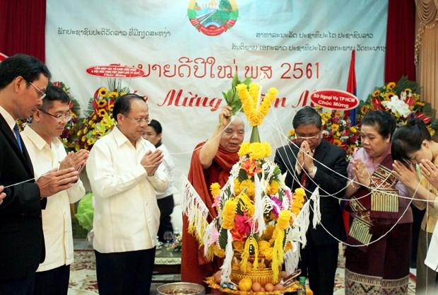 胡志明市向老挝驻胡志明市总领事馆致以传统节日祝福 hinh anh 1