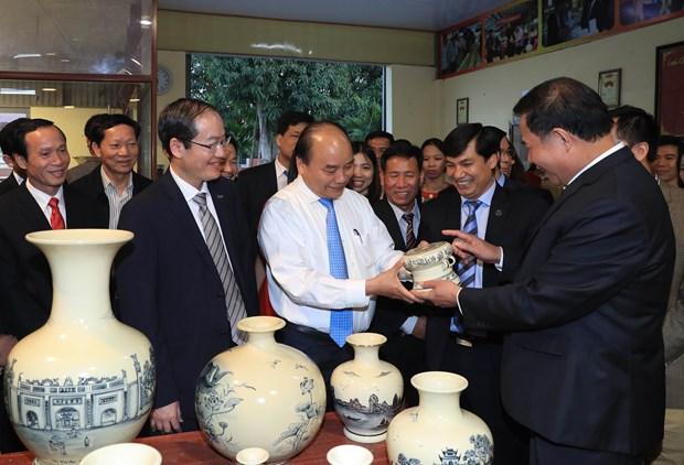 阮春福:继续维护和充分发挥海阳省舟逗陶瓷品牌价值 hinh anh 1